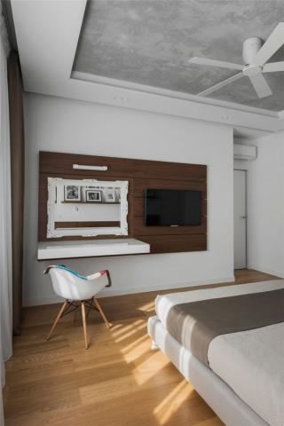 室内陈设挂画与家具应注意比例及美感
