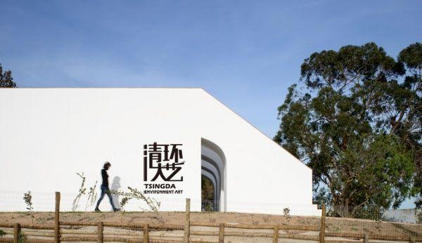 葡萄牙农村别墅有一排楼梯延伸到屋顶