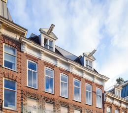 香奈儿荷兰旗舰店的令人惊叹的玻璃外墙