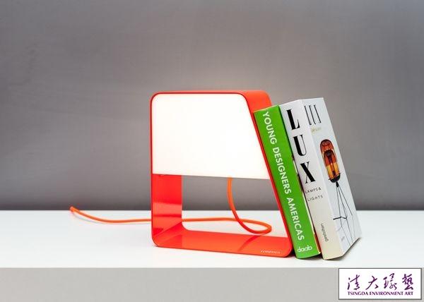 简洁大方创意LED台灯 照明收纳两不误
