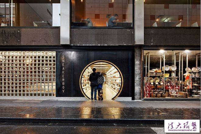 揭秘潮鞋网站实体店铺设计形似时空隧道