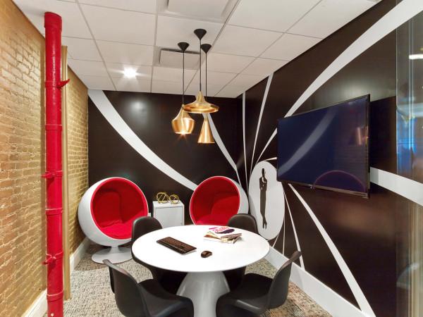 色彩斑斓的公司办公室室内设计空间充满活力