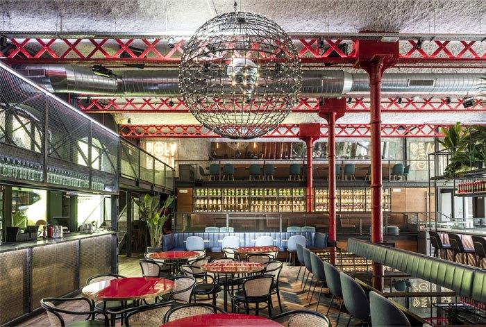 折衷主义餐厅设计发挥了双重对立和并存的动态氛围技巧