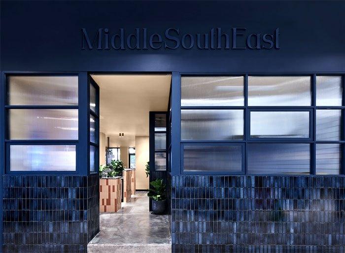 餐厅装饰独特的色彩精致的材料融合了时尚的设计和舒适性
