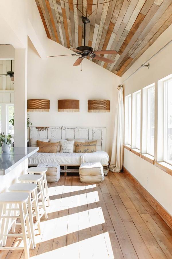 度假住宅拥有现代化的复古风格其室内设计充满魅力和工业元素