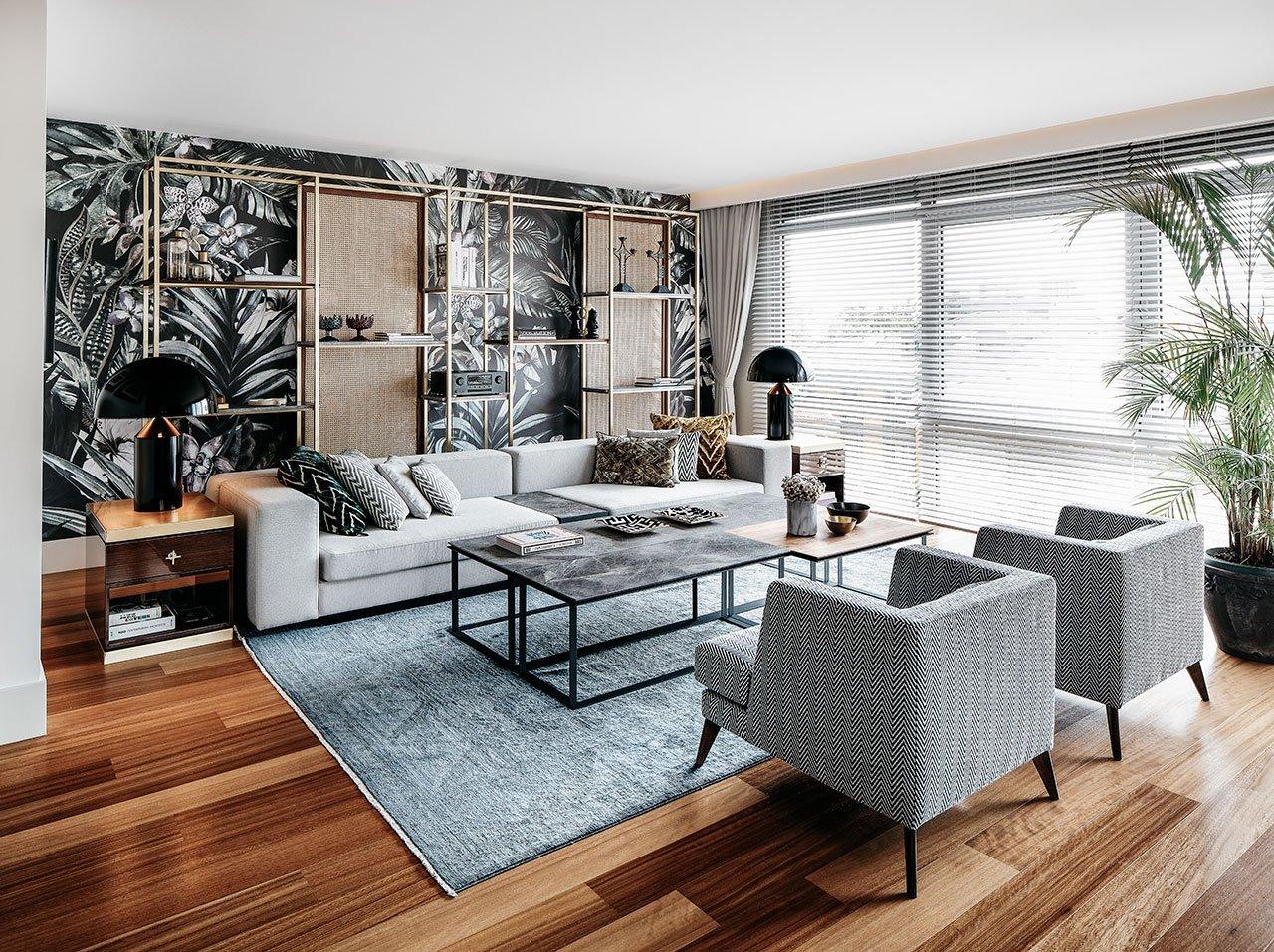 顶层公寓将现代化的中世纪风格与现代舒适感和优雅感相结合