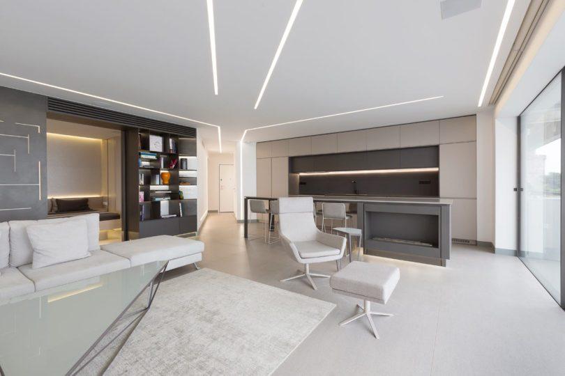 位于海岸边的公寓室内设计是极简主义有一种水上浮动的感觉