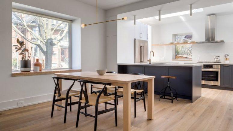 开放式的生活空间室内软装搭配丰富多彩的艺术作品并保持干净整洁