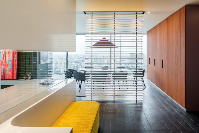 色彩空间:上海充满活力的250平米住宅装饰设计