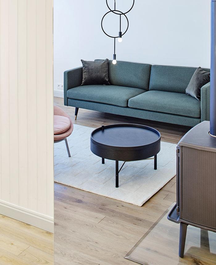 柔和的色彩搭配:时尚现代的公寓设计