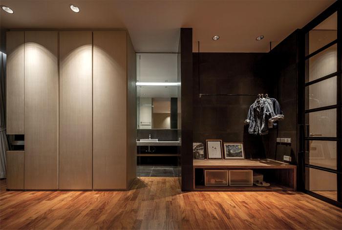 带螺旋楼梯的紧凑夹层公寓设计