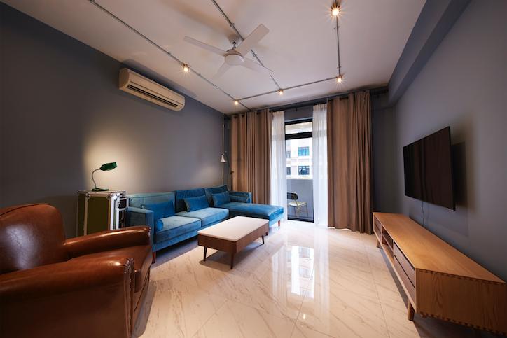 住宅旅游:一个有很多存储考虑的工业启发公寓