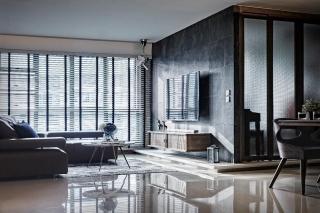 豪宅之旅:一个5居室的Punggol HDB公寓,带有深色装饰和线性设计