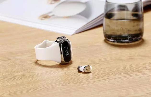 可在手表上充电的无线耳机