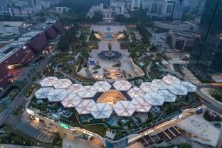 广东龙城广场万科里屋顶景观遮阳伞景观设计