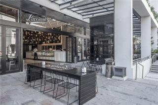 阿根廷Lucciano's Olivos冰激凌店,三角形面板组成的炫目墙面