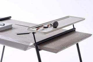 简洁书桌,配置各种收纳空间