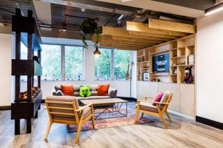 """""""家外之家 """"一个独特富有创造力的办公空间散发出居家般的氛围"""