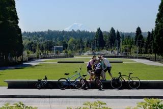2019ASLA通用设计类荣誉奖:华盛顿大学下雷尼尔维斯塔与步行桥景观设计