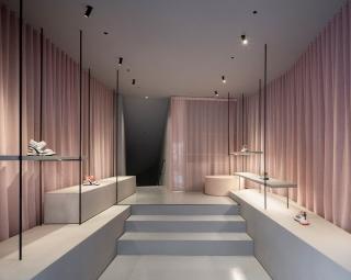 现代优雅,极简主义-时尚鞋类品牌ASH Mallorca旗舰店